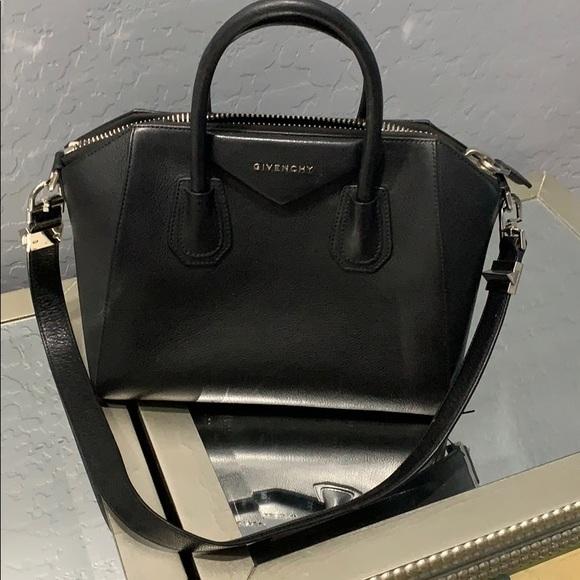 Givenchy Handbags - Givenchy shoulder bag 💋💋